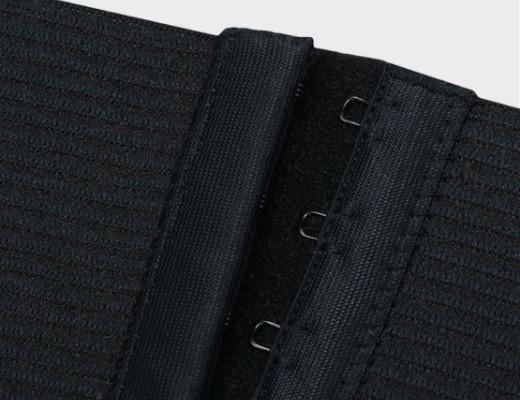 Détail de la culotte gainante noire