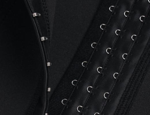 corset latex enveloppant front noir detail