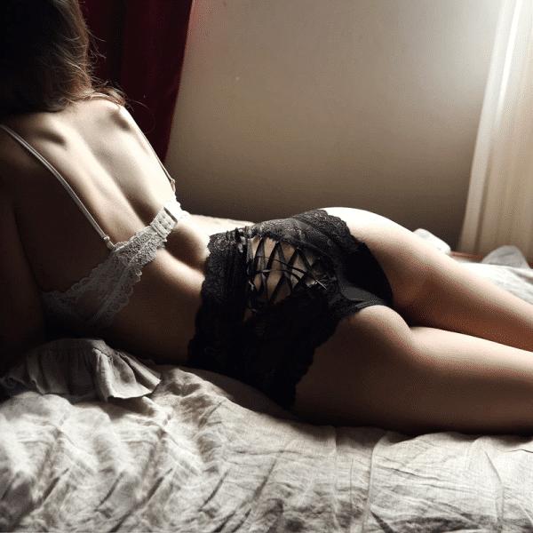 string gainant sexy noir dos