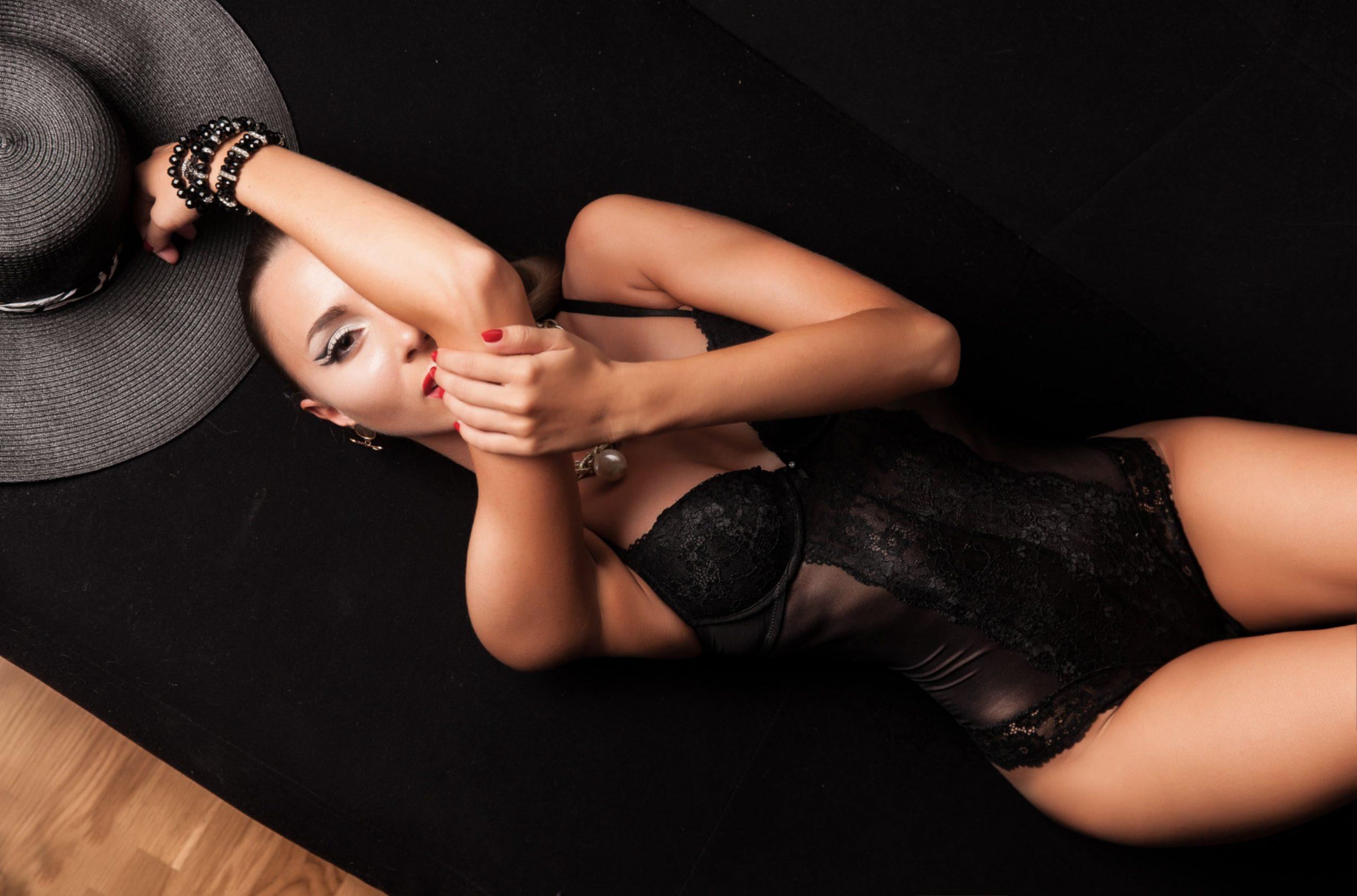 Femme portant un corset